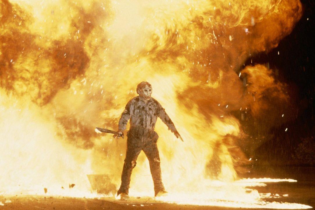 Mit einer Bombe will das FBI Jason Voorhees (Kane Hodder) ein für alle Mal stoppen. Doch der Serienkiller ist zäh ... - Bildquelle: Warner Bros.