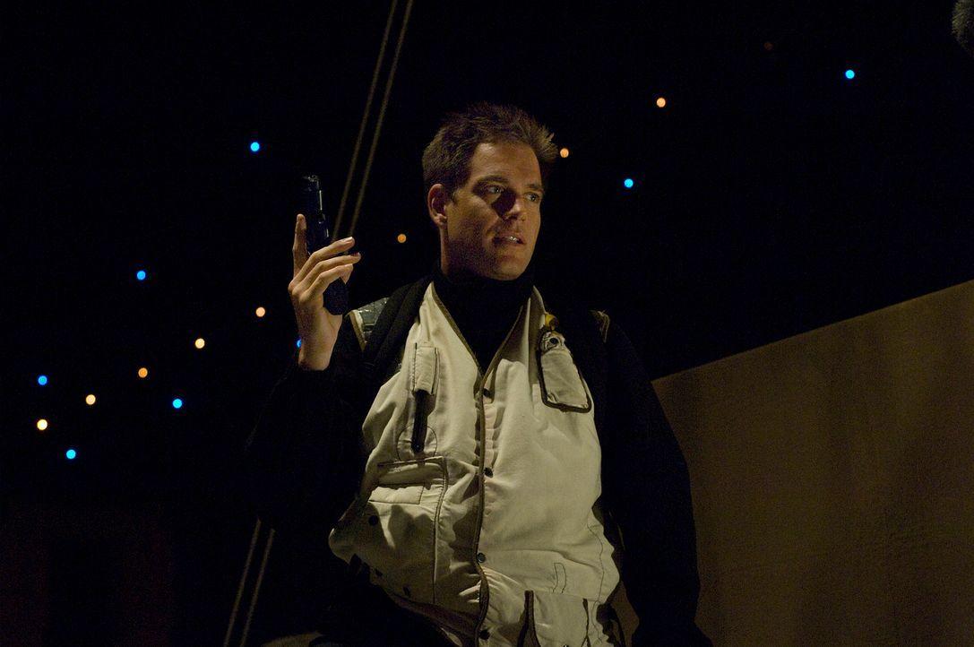 Bei einem neuen Fall stoßen Tony (Michael Weathely) und das restliche Team auf einem gefährlichen Virus ... - Bildquelle: CBS Television
