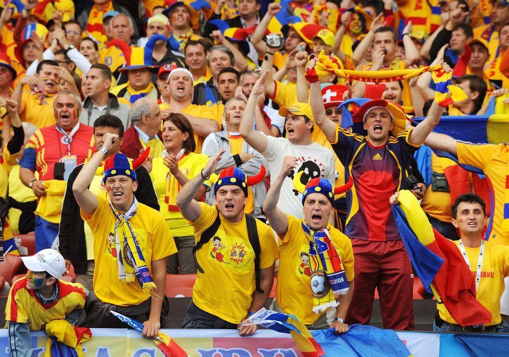 Fußball-Fan-Romania-080613-2-AFP - Bildquelle: AFP