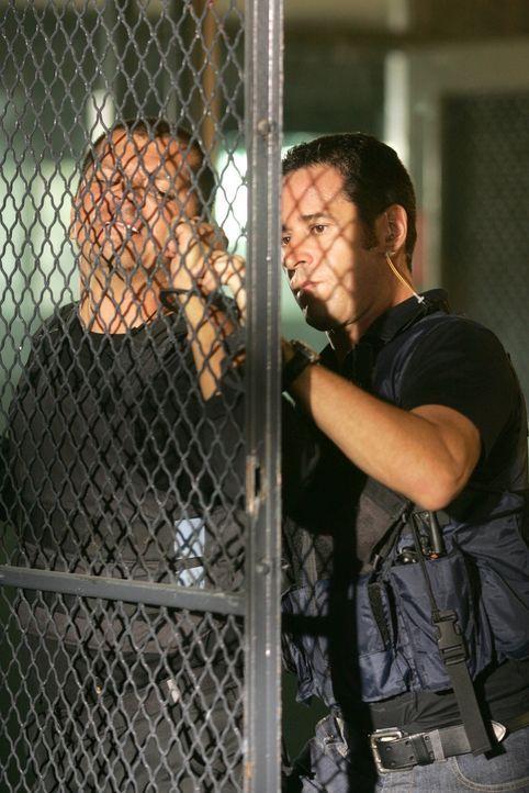 Don (Rob Morrow, r.) hat einen der Verbrecher gestellt ... - Bildquelle: Paramount Network Television