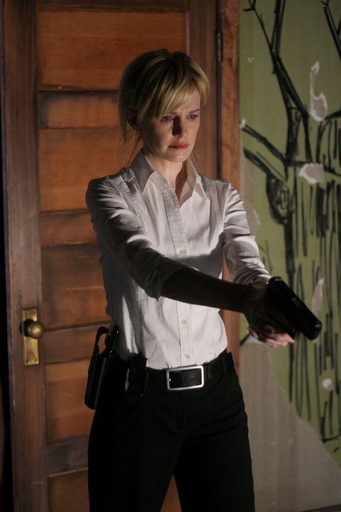 Trotz des grausamen Anblicks muss Det. Lilly Rush (Kathryn Morris) die Fassung bewahren ... - Bildquelle: Warner Bros. Television