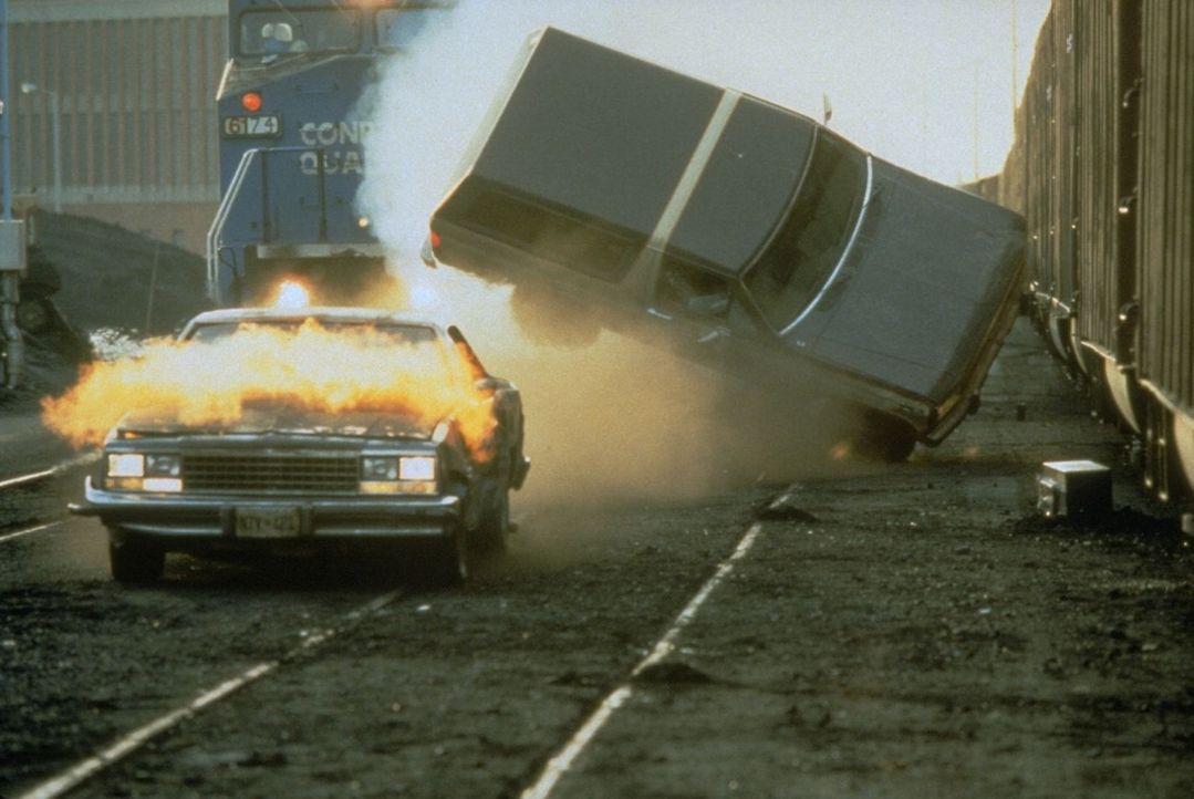 Erst spät erkennt Robert, dass er sieben Wanzen an seinem Körper trägt, dass Satelliten ihn auf Schritt und Tritt verfolgen, dass jede Flucht zwe... - Bildquelle: Buena Vista Pictures