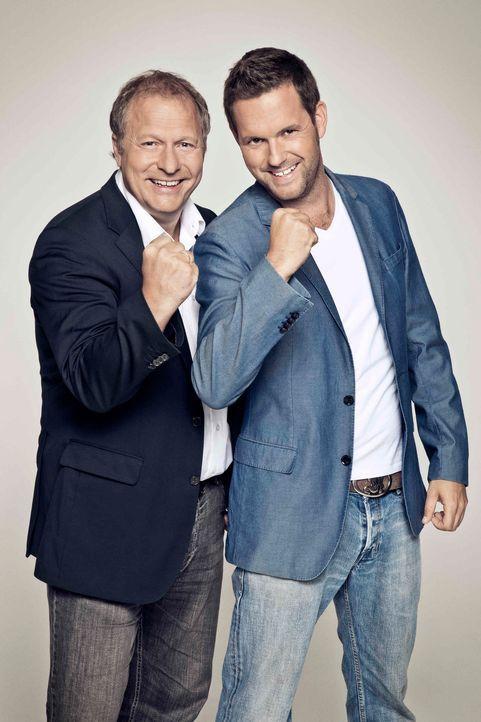 UEFA EUROPA LEAGUE HIGHLIGHTS: Kommentator Hansi Küpper (l.) und Moderator Matthias Killing (r.) ... - Bildquelle: Bernd Jaworek kabel eins