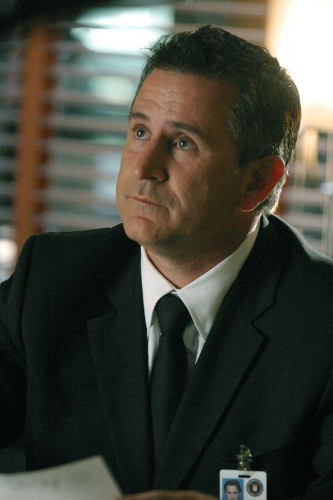 Jack Malone (Anthony LaPaglia) und sein Team arbeiten an einem äußerst kniffligen Fall ... - Bildquelle: Warner Bros. Entertainment Inc.