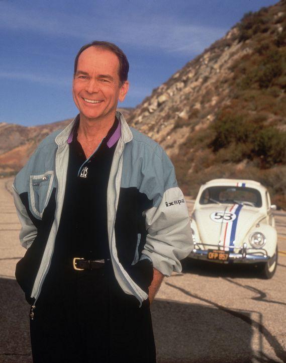 Herbies früherer Besitzer, Jim Douglas (Dean Jones), kennt das Sieger-Herz seines ehemaligen Gefährten ... - Bildquelle: WALT DISNEY COMPANY