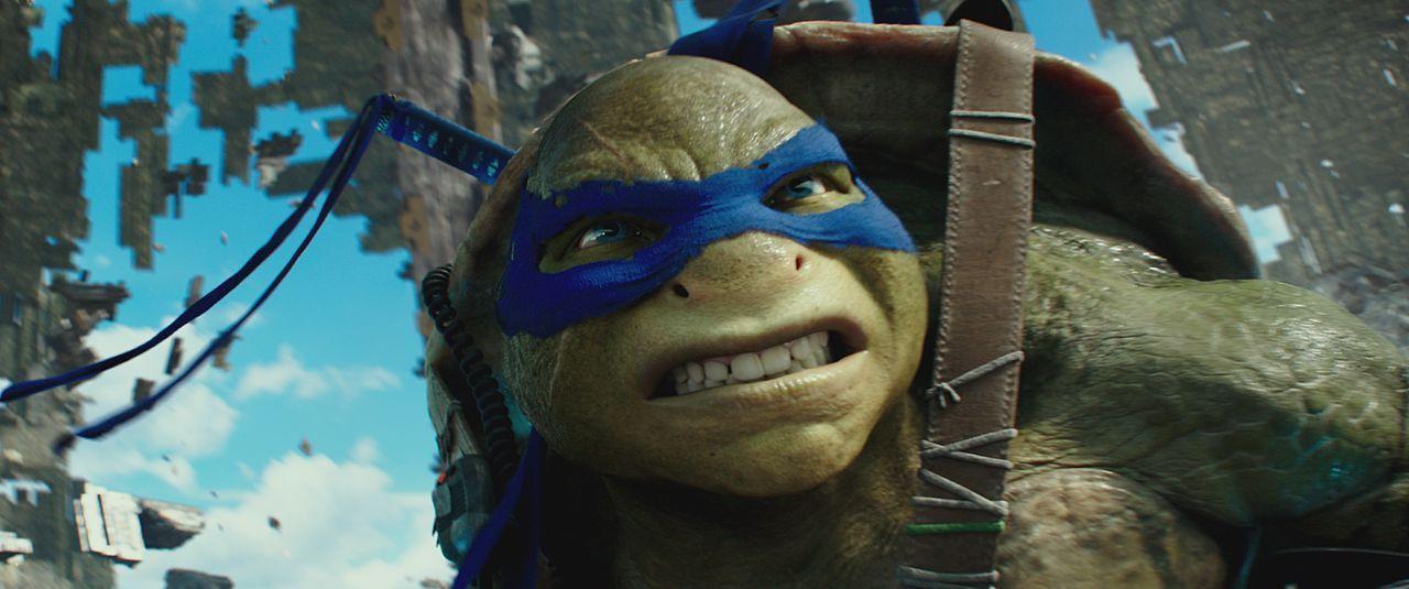 Muss plötzlich auch tagsüber an der Erdoberfläche agieren: Teenage Ninja Turtle Leonardo ... - Bildquelle: Lula Carvalho 2018 Paramount Pictures. All Rights Reserved. TEENAGE MUTANT NINJA TURTLES is a trademark of Viacom International Inc. / Lula Carvalho