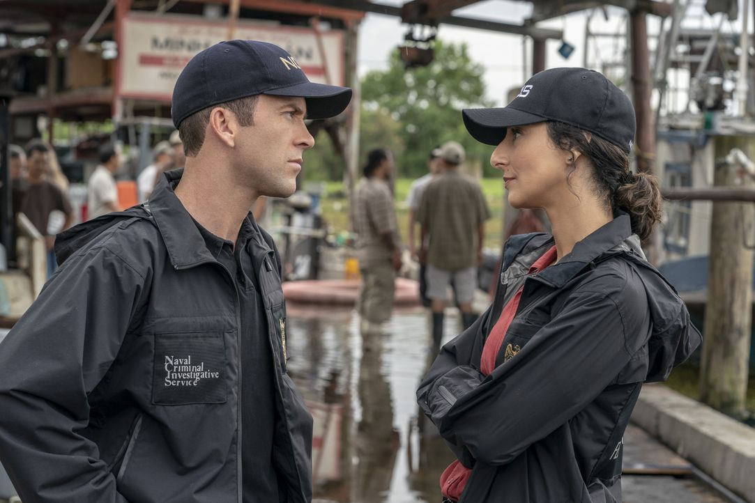 Christopher LaSalle (Lucas Black, l.); Hannah Khoury (Necar Zadegan, r.) - Bildquelle: Skip Bolen 2018 CBS Broadcasting, Inc. All Rights Reserved. / Skip Bolen