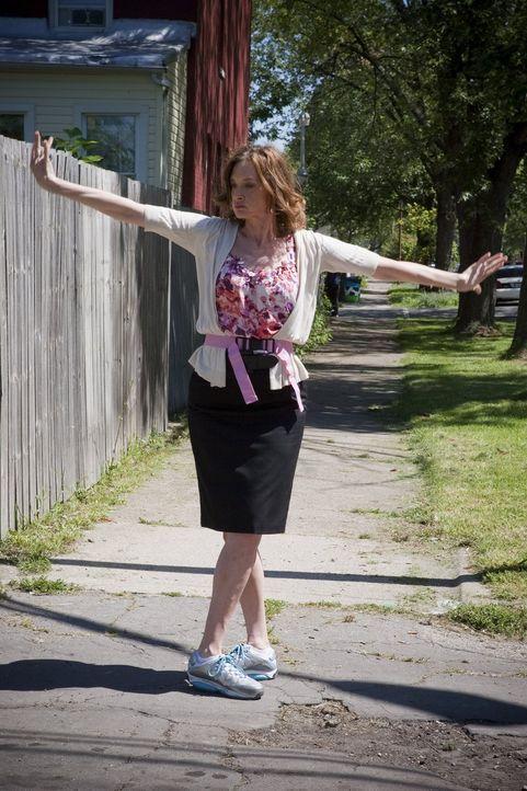 Ein ganz neues Gefühl für Sheila (Joan Cusack): Die ehemalige Agoraphobikerin kann auf einmal das Haus ohne Probleme und Angstattacken verlassen ... - Bildquelle: 2010 Warner Brothers