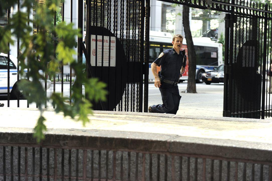 Während ihre Partnerschaft auf eine harte Probe gestellt wird, als Jamie (Will Estes) bei einem Angriff auf Eddie überreagiert, kriselt es auch zwis... - Bildquelle: Jeffrey R. Staab 2014 CBS Broadcasting Inc. All Rights Reserved.