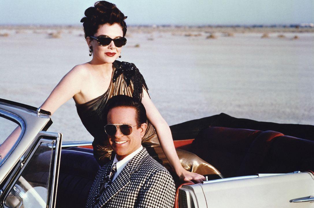 Die Liebe zur Schauspielerin Virginia (Annette Bening, l.) und sein plötzlicher Erfolg lassen Bugsy Siegel (Warren Beatty, r.) den Sinn für die Re... - Bildquelle: CPT Holdings, Inc. All Rights Reserved.