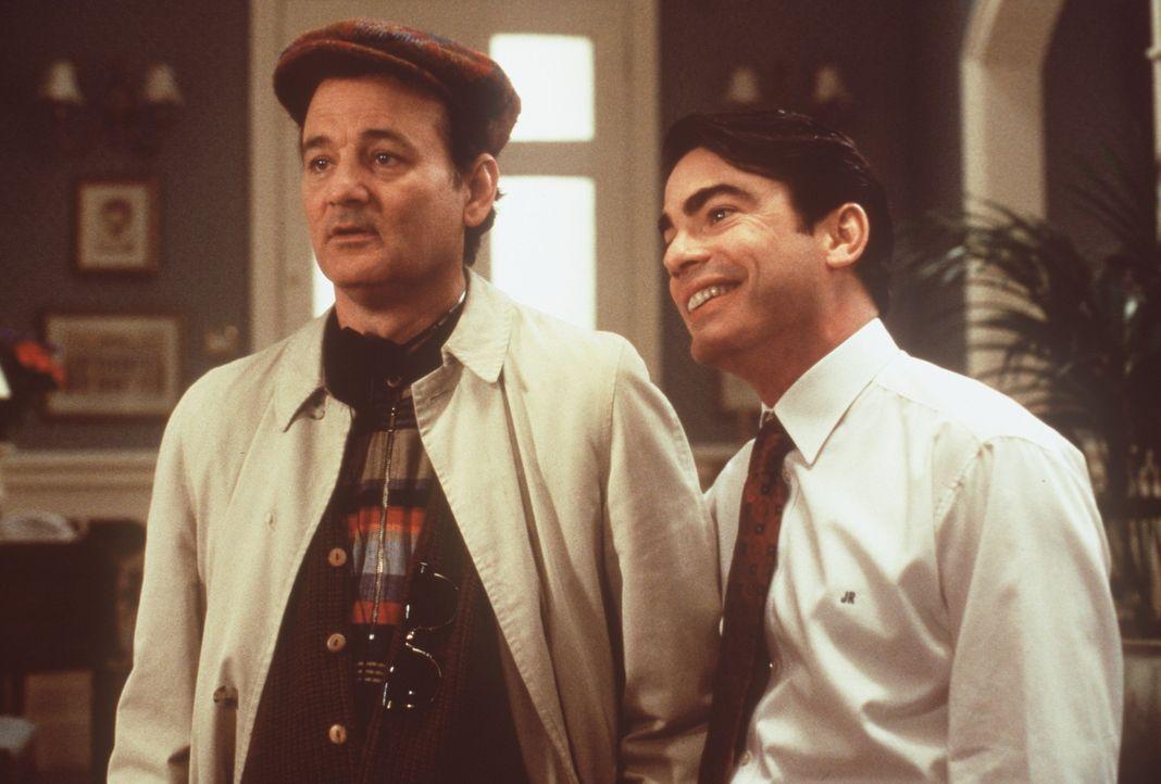 Der trottelige Überraschungsgast Wallace (Bill Murray, l.) muss unbedingt am Abend beschäftigt werden. Sein Bruder James (Peter Gallagher, r.) hat... - Bildquelle: Warner Bros.