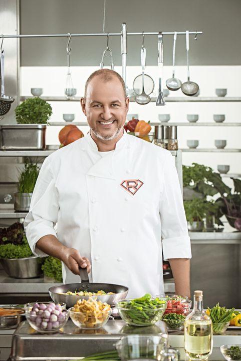 Sternekoch Frank Rosin begibt sich auf Undercover-Mission in die Küchen von Kantinen, um schlechte Qualität und Massenabfertigung aufzuspüren ... - Bildquelle: Thomas Pritschet kabel eins
