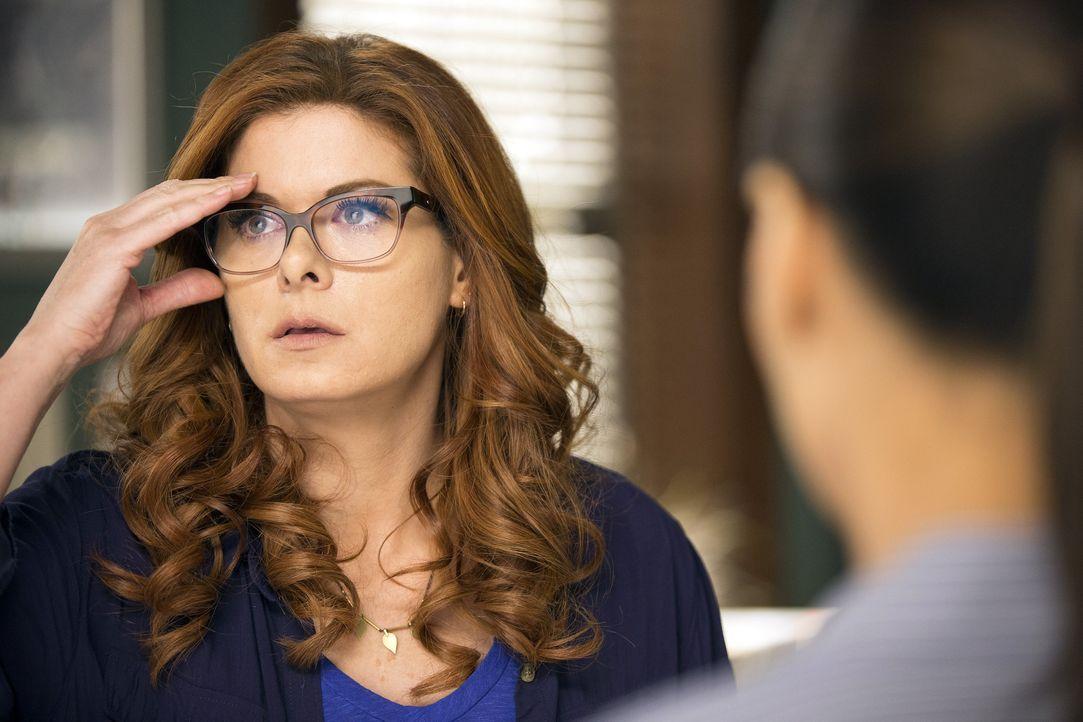 Laura (Debra Messing) und das Team setzen alles daran herauszufinden, wer Santiani getötet hat ... - Bildquelle: 2016 Warner Bros. Entertainment, Inc.