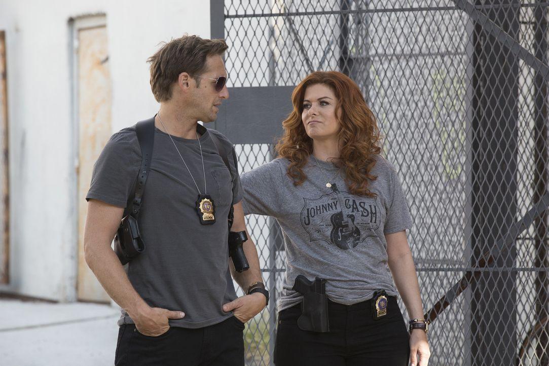 Jake (Josh Lucas, l.) will nur dann einen Arzt für seine Herzprobleme aufsuchen, wenn Laura (Debra Messing, r.) mit ihm ausgeht ... - Bildquelle: 2015 Warner Bros. Entertainment, Inc.