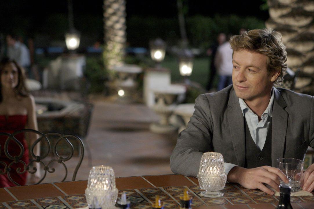 Noch steht Patrick (Simon Baker) vor einem Rätsel ... - Bildquelle: Warner Bros. Television