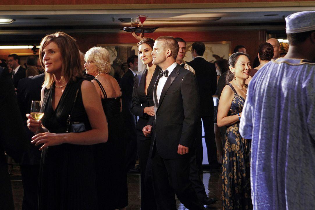 Um einen neuen Fall zu lösen, ermitteln Kensi (Daniela Ruah, M.l.) und Callen (Chris O'Donnell, M.r.) undercover ... - Bildquelle: CBS Studios Inc. All Rights Reserved.