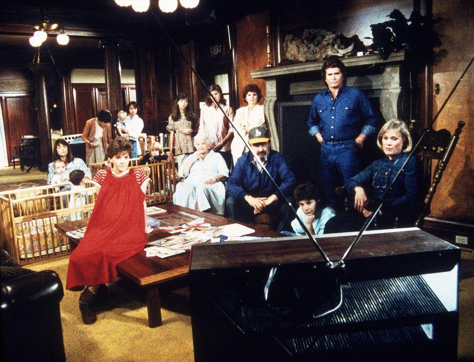 Joyce Blair, die Leiterin des Heims, und ihre Schützlinge sind ratlos und fürchten, dass Pemberton schließen muss. - Bildquelle: Worldvision Enterprises, Inc.