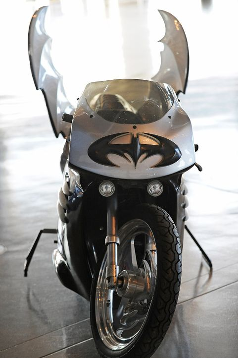 Batgirl-Motorrad-Batman-Robin-AFP - Bildquelle: AFP