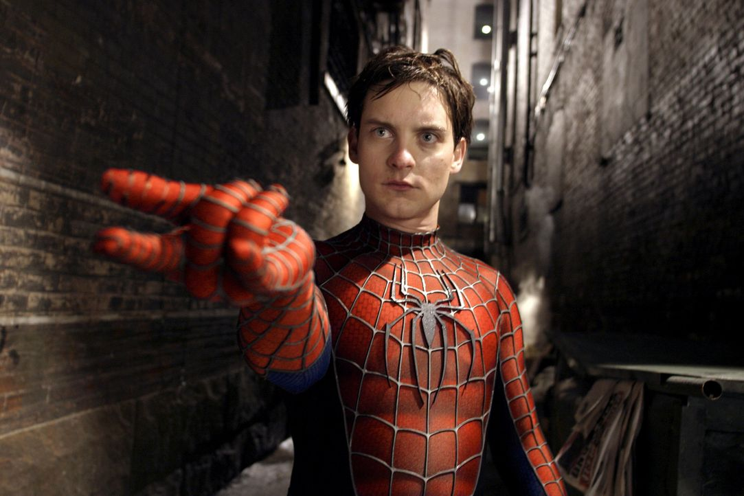 Spider-Man (Tobey Maguire) hat mal wieder alle Hände voll zu tun, um die Bösen dieser Welt schachmatt zu setzen ... - Bildquelle: Sony Pictures Television International. All Rights Reserved.