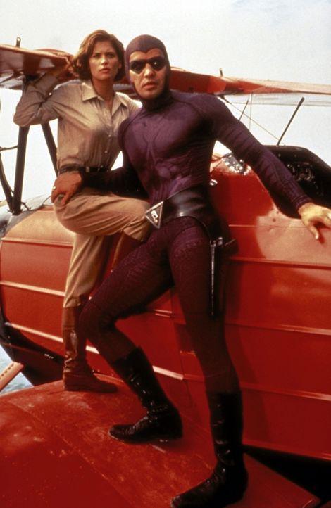 Um einen skrupellosen Bösewicht zu stoppen, muss Das Phantom (Billy Zane, r.) eine ganze Reihe von gefährlichen Abenteuern bestehen. An seiner lil... - Bildquelle: Paramount Pictures