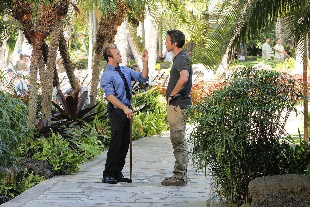 Versuchen alles, um den Mörder von Ian Adams dingfest zu machen: Steve (Alex O'Loughlin, r.) und Danny (Scott Caan, l.) ... - Bildquelle: TM &   2010 CBS Studios Inc. All Rights Reserved.