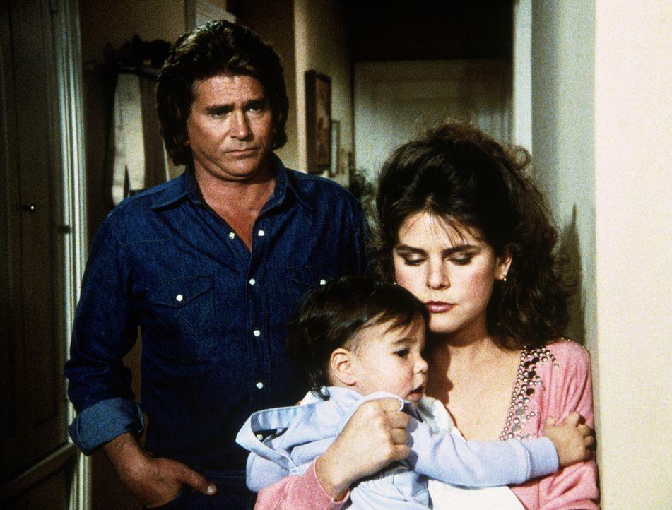 Andrea liebt ihr Kind über alles, obwohl sie seinen Vater zutiefst verachtet. Jonathan (Michael Landon, l.) versteht das. - Bildquelle: Worldvision Enterprises, Inc.