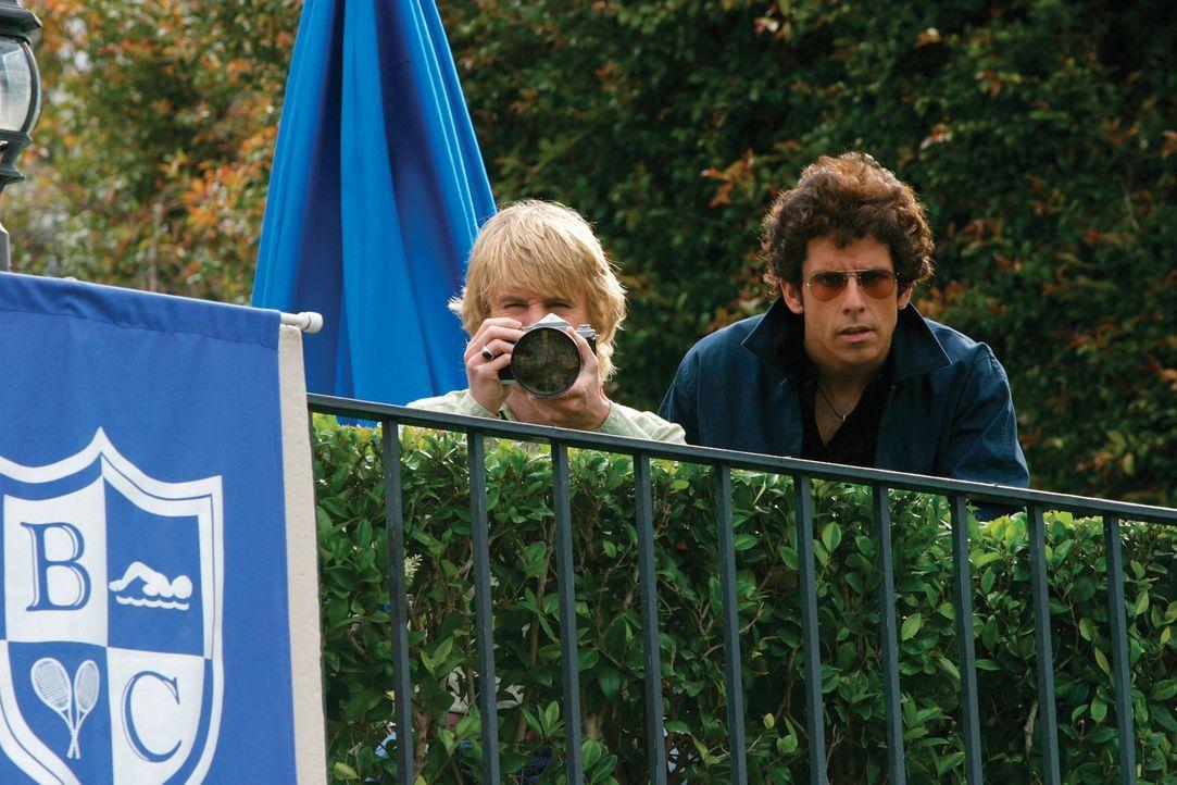Begeben sich mit teilweise fragwürdigen Methoden auf Gangsterjagd: Starsky (Ben Stiller, r.) und Hutch (Owen Wilson, l.) ... - Bildquelle: Buena Vista International