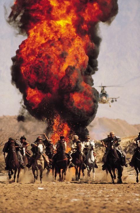 Mit Hilfe der Mujahedin nimmt Rambo den tödlichen Kampf gegen die Russen auf, um seinen guten Freund Trautman zu befreien ... - Bildquelle: 1988 STUDIOCANAL. All Rights Reserved.