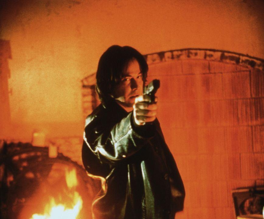Weil der Serienkiller David Allen Griffin (Keanu Reeves) weniger an seinen Opfern, als vielmehr an seinem Jäger interessiert ist, lässt er dem Cop... - Bildquelle: Universal Pictures