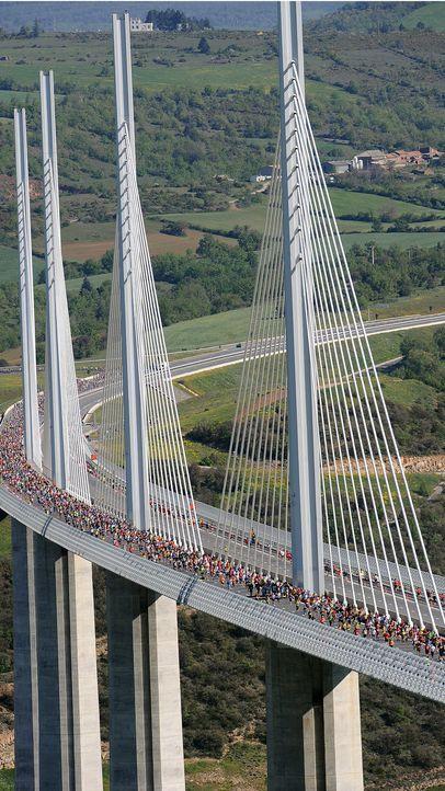 Millau Viaduct - Bildquelle: AFP