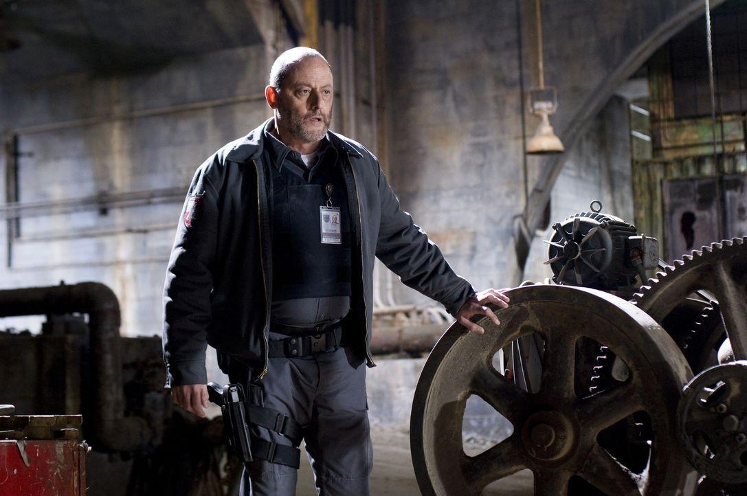 Schon bald muss Quinn (Jean Reno) einsehen, dass der scheinbar idiotensichere Plan, der durch einen unvorhergesehenen Zeugen durchkreuzt wurde, völl... - Bildquelle: Lacey Terrell 2009 Screen Gems, Inc. All Rights Reserved.
