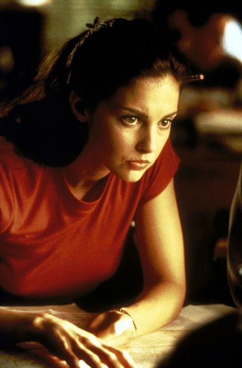 Als ihre Erinnerungen wiederkehren, kann Kate (Ashley Judd) wichtige Hinweise geben, die den Cops helfen, das Versteck der Frauen ausfindig zu mache... - Bildquelle: Paramount Pictures