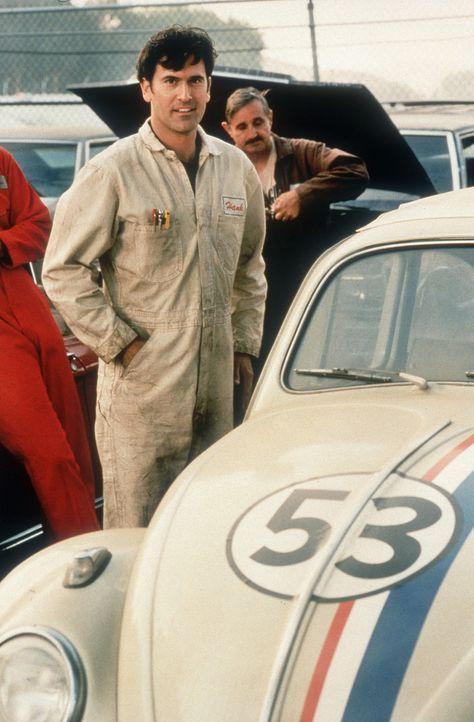 Als Hank (Bruce Campbell) sich für ihn entscheidet, weiß Käfer Herbie noch nicht, dass er gegen seinen teuflischen Doppelgänger antreten muss, d... - Bildquelle: WALT DISNEY COMPANY