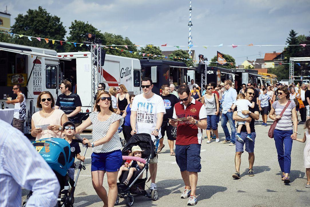 Das kabel eins Foodtruck Festival lockt viele Besucher nach Fürstenfeldbruck bei München, denn die Trucks haben die unterschiedlichsten Gerichte zu... - Bildquelle: Marco Nagel kabel eins