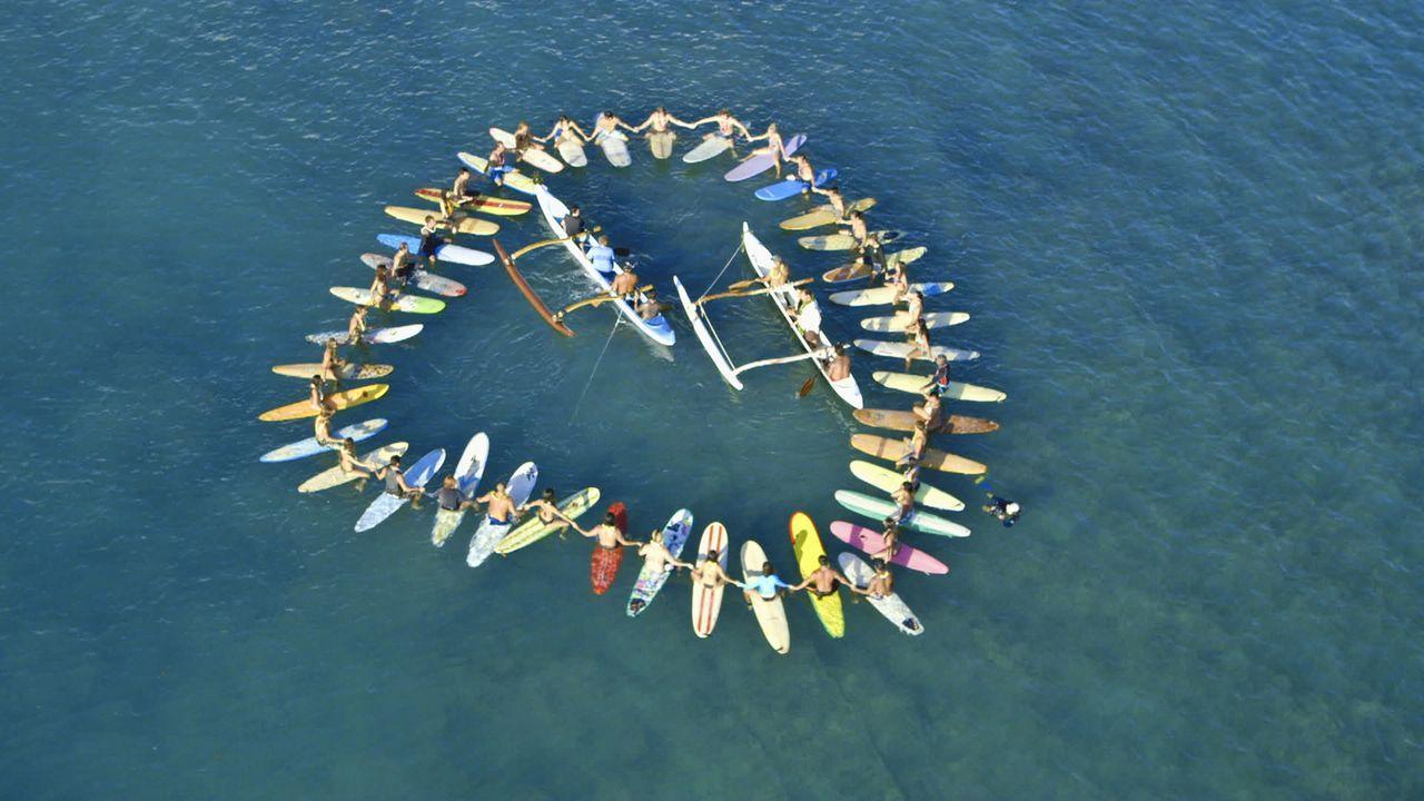Nach dem schockierenden Tod von Chins' Frau nimmt das Team auf eine traditionelle hawaiianische Weise Abschied von ihr ... - Bildquelle: 2012 CBS Broadcasting, Inc. All Rights Reserved.