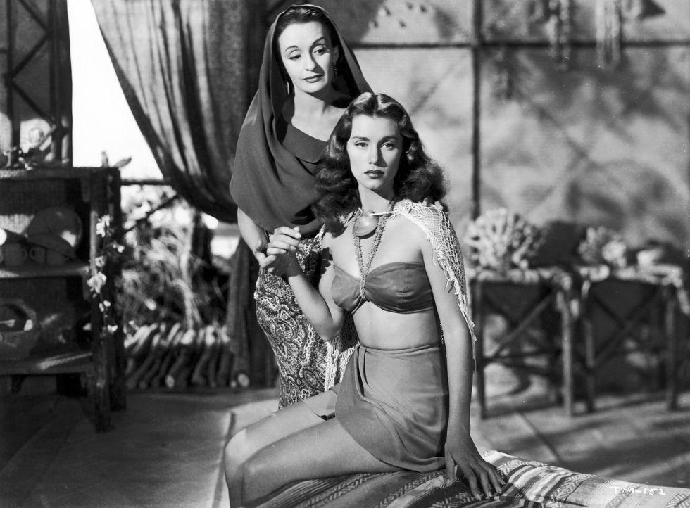 Luana (Andrea Palma, hinten); Mara (Linda Christian, vorne) - Bildquelle: 1948 Warner Bros. Entertainment Inc. All rights reserved.