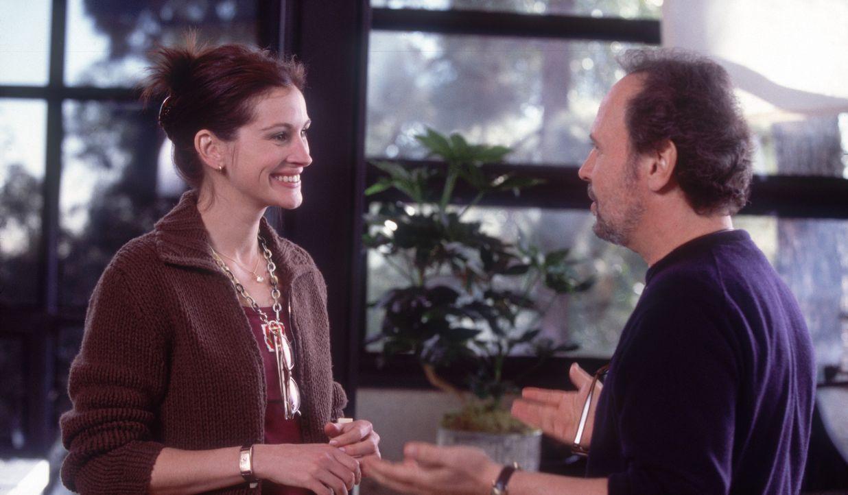 """Die """"Operation Versöhnung"""" beginnt. Kiki (Julia Roberts, l.) und Lee (Billy Crystal, r.) haben alle Hände voll zu tun, um die beiden Streithähne... - Bildquelle: 2004 Senator Film, alle Rechte vorbehalten."""