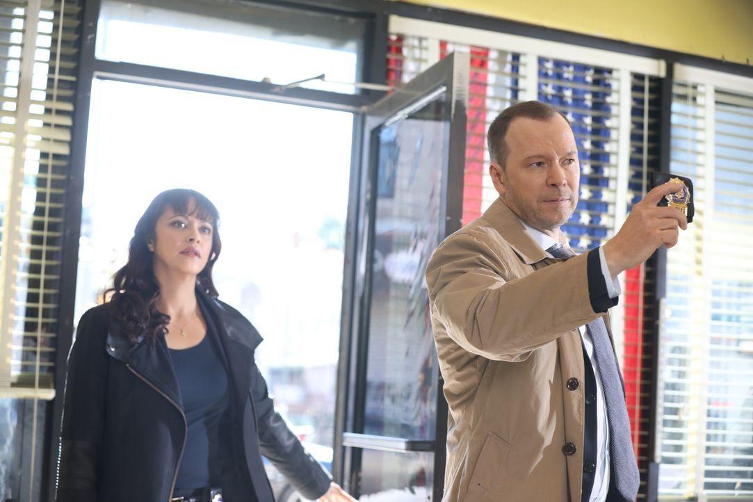 Maria Baez (Marisa Ramirez, l.); Danny Reagan (Donnie Wahlberg, r.) - Bildquelle: Craig Blankenhorn 2017 CBS Broadcasting Inc. All Rights Reserved.