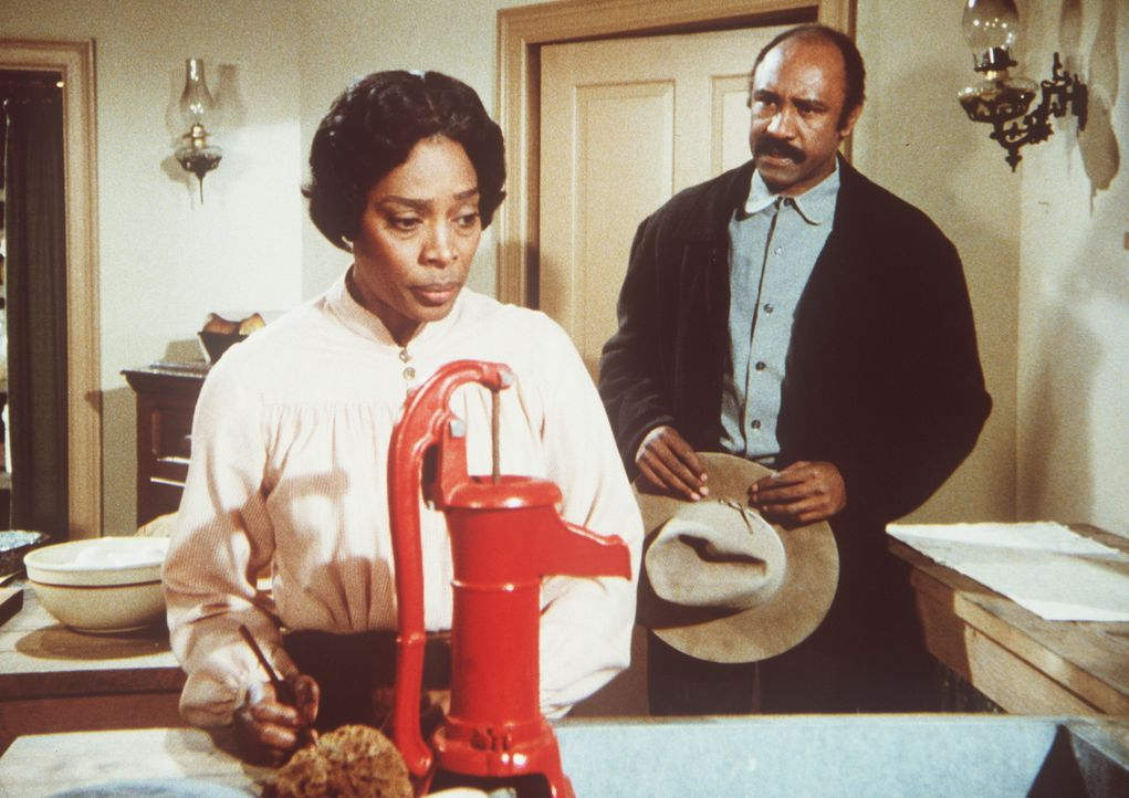 Hester-Sue (Ketty Lester, l.) bekommt unverhofft Besuch von ihrem geschiedenen Mann Sam (J.H. Preston, r.). - Bildquelle: Worldvision