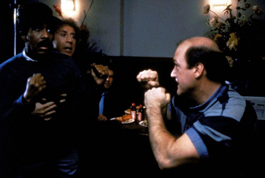 Gemeinsam sind sie stark: Dave (Gene Wilder, 2.v.l.) und Wally (Richard Pryor, l.) werden von der Polizei als Verdächtige gejagt und von den Killer... - Bildquelle: TriStar Pictures