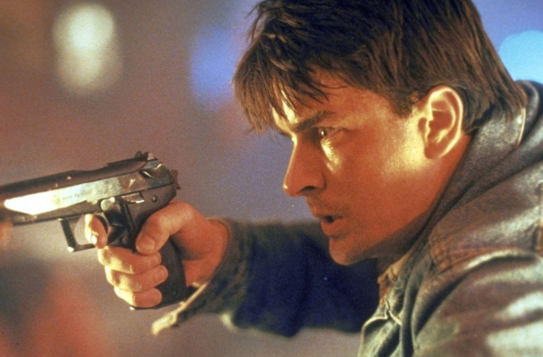 Als sein Partner Nick Pulovski von Gangstern als Geisel genommen wird, muss der Neuling David Ackerman (Charlie Sheen) beweisen, dass er einer bruta... - Bildquelle: Warner Bros.