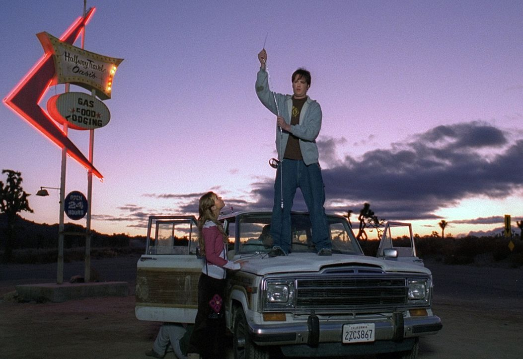 Nach einem Unfall finden vier Freunde (v.l.n.r.: Arielle Kebbel, Derek Richardson) ein verlassenes Motel, in dem sie die Nacht verbringen wollen. Ab... - Bildquelle: Telepool