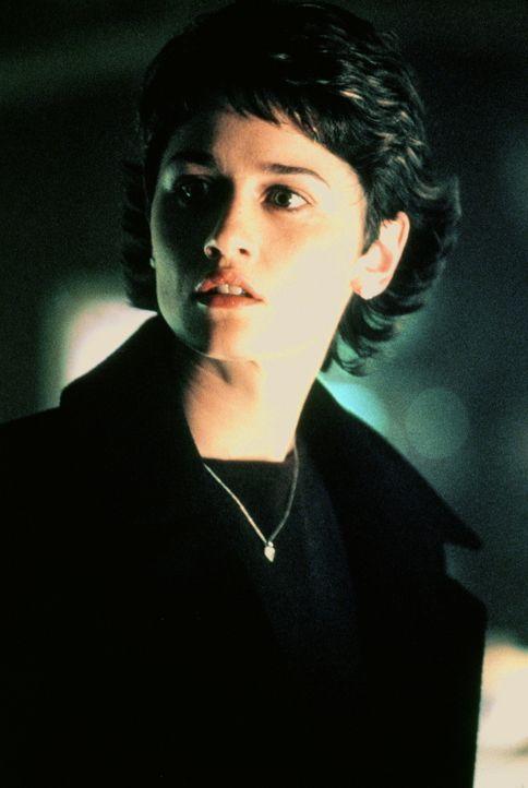Ist dazu auserkoren, ein Kind des Teufels zu empfangen: Christine York (Robin Tunney) ...