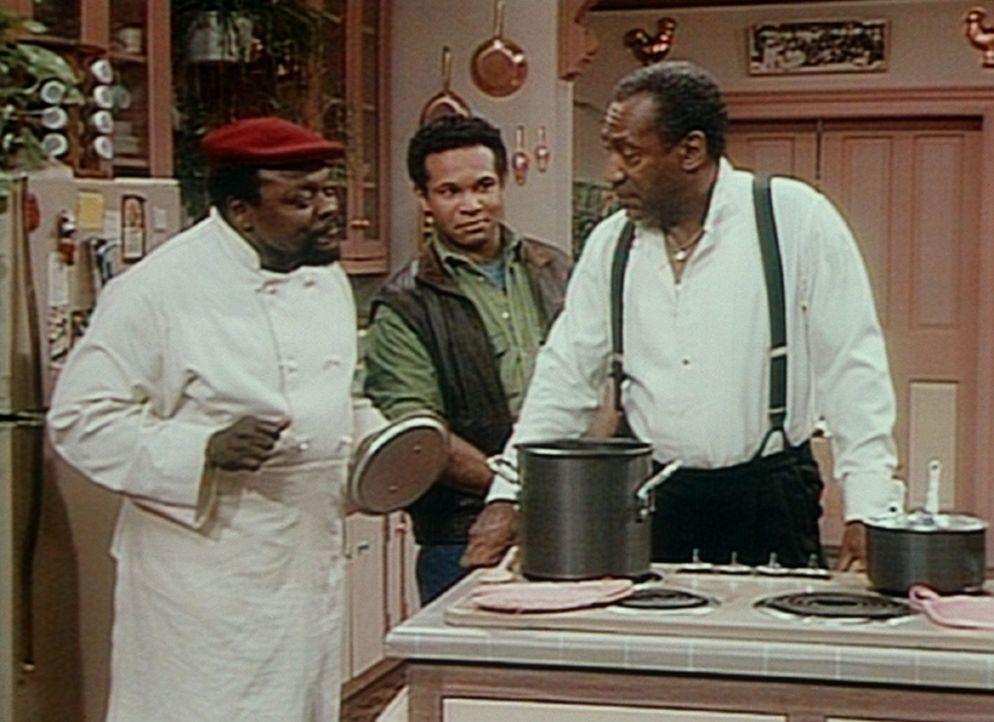 Elvin (Geoffrey Owens, M.) hat den Tofu und die Kiwis aus dem Topf von Mr. Atkins gefischt, damit das Essen einigermaßen dem entspricht, was Cliff... - Bildquelle: Viacom