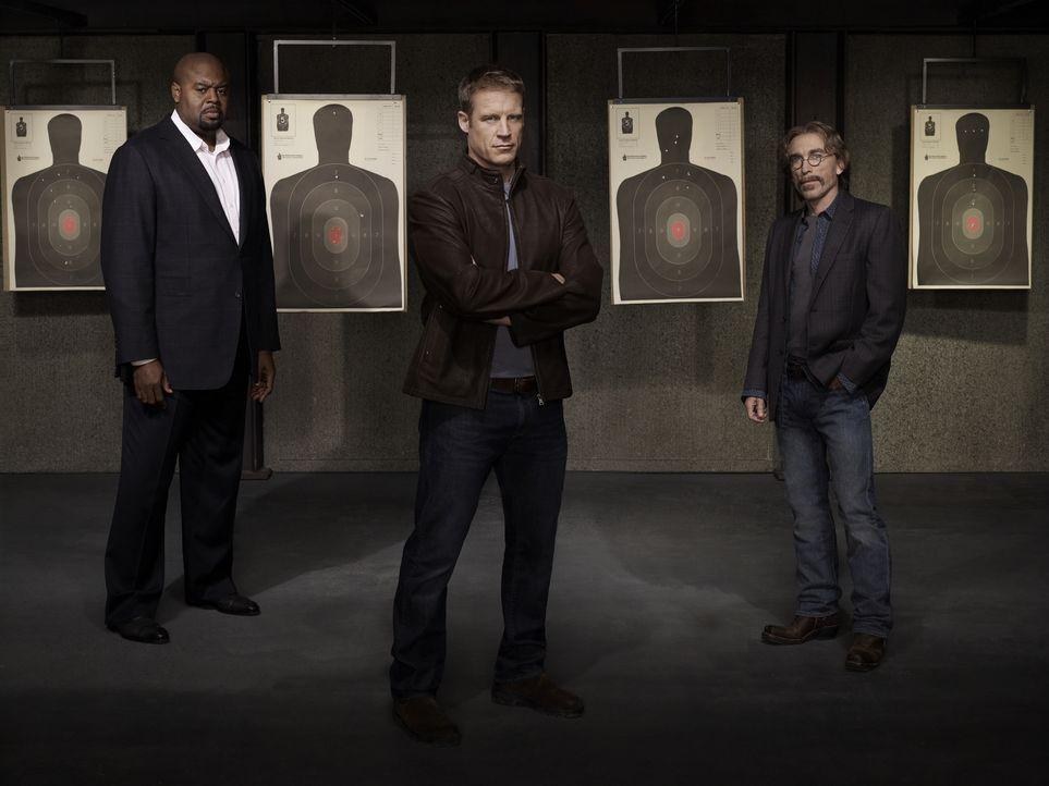 (1. Staffel) - Der einzigartige Bodyguard Christopher Chance (Mark Valley, M.) wird bei seinen Aufträgen von seinem Geschäftspartner Winston (Chi Mc... - Bildquelle: Warner Brothers