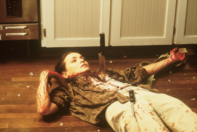 Auch die Lehrerin Valerie Lewton (Kristen Cloke) kann ihrem eigenen Tod nicht länger entgehen ... - Bildquelle: New Line Cinema