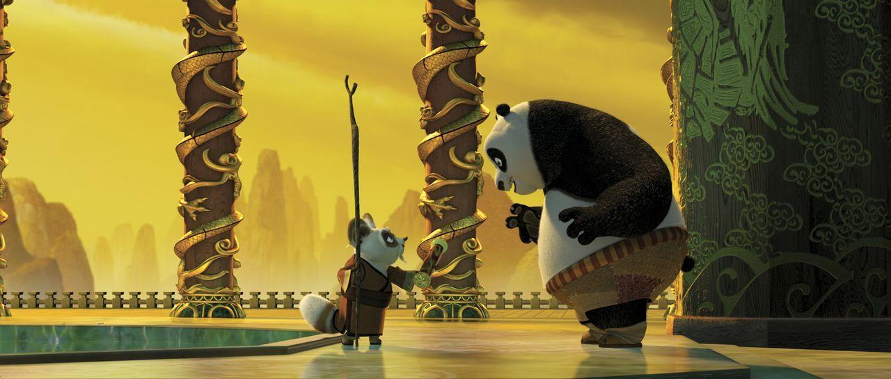 Meister Shifu (l.) nimmt den Pandabären Po (r.) unter seine Fittiche, um ihn in die Kunst des Kung Fu's einzuweisen. Doch zunächst muss der tollpats... - Bildquelle: Paramount Pictures