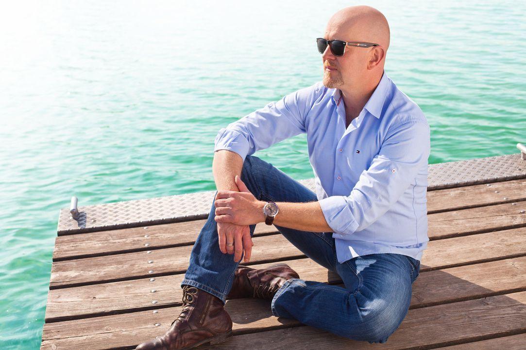 Reporter Peter Giesel schlüpft an Touristen-Hotspots selbst in die Rolle der Urlauber, entlarvt Nepp und Gaunereien mit versteckter Kamera und konfr... - Bildquelle: kabel eins