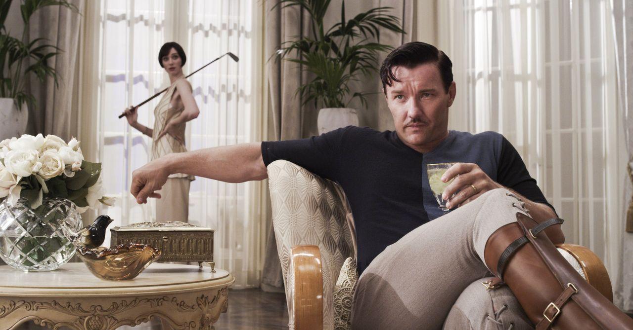 Der vermögende Tom (Joel Edgerton) steht zwischen Daisy und ihrer Jugendliebe - und der besessene Gatsby ist entschlossen, um seine Liebe zu kämpfen... - Bildquelle: 2012 Warner Brothers