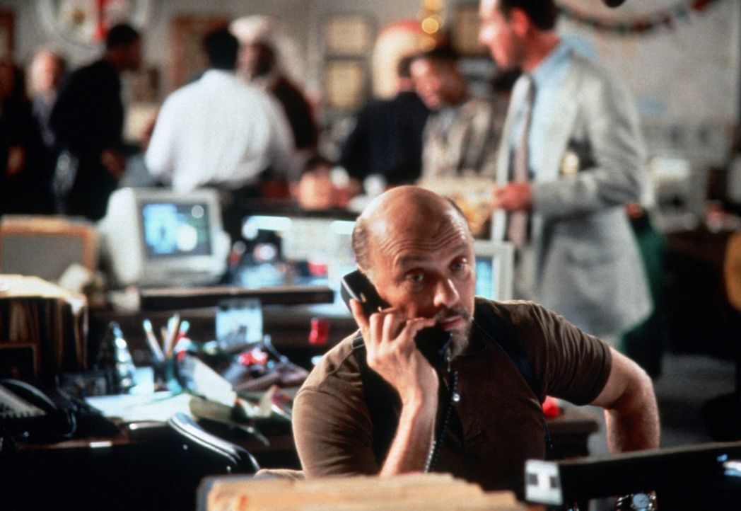 Lt. Aldo Hines (Hector Elizondo) - Bildquelle: Paramount Pictures International Ltd.